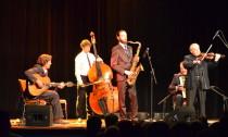 Das Cafe Royal Salonorchester eröffnete das Elbinsel Gipsy Festival im Bürgerhaus
