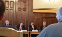 Der Oberbaudirektor Jörn Walter stellte sich im Regionalausschuss in Wilhelmsburg der Kritik der Opernfundus-Gegner