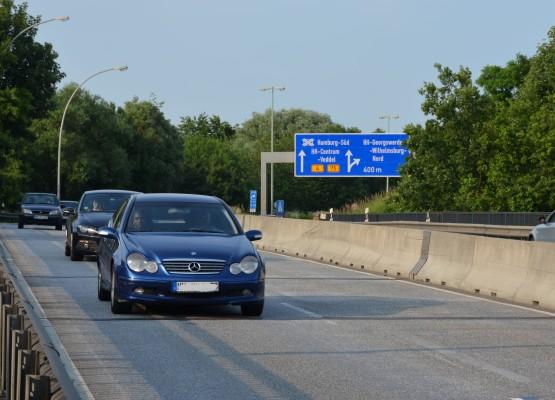 Vier Fahrspuren auf 14 Metern Breite - die einen sehen das als Risiko, die anderen als Vorteil