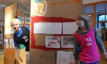 Nino und Jannis waren als Künstler und Kartografen in Wilhelmsburg unterwegs