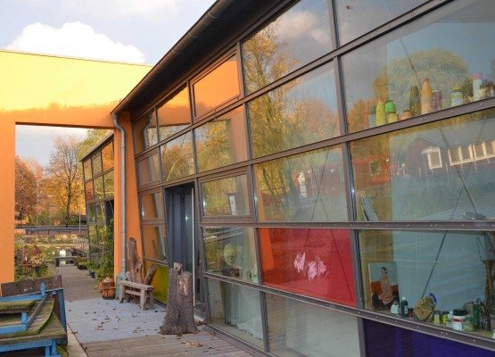 Die Honigfabrik bietet günstige Atelierplätze für Kunst, Musik und Gärtnerei