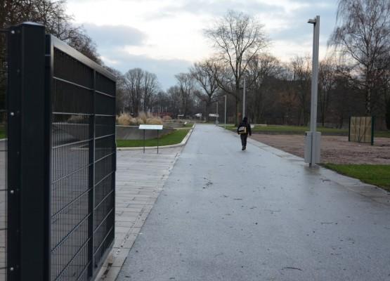 Für Kleingärtner sollen die Tore am Inselpark jederzeit passierbar sein - so hat es der Bezirk Mitte versprochen