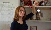 Sarah Roloff mit Leuchtqualle (Large)